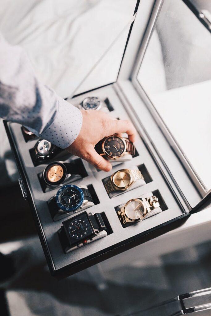 Sådan sparer du penge ved selv at vedligeholde dit ur