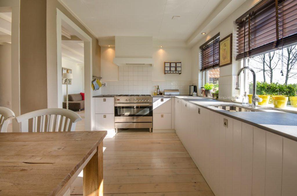 Få dit køkken til at se splinternyt ud – uden en dyr renovering
