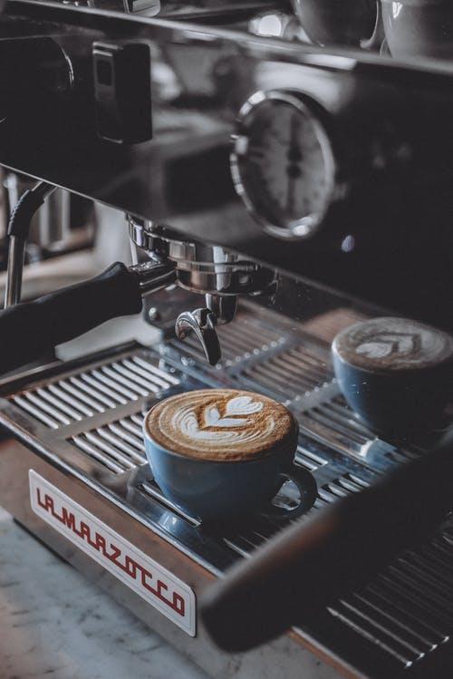 Få den perfekte kop kaffe med en fuldautomatisk espressomaskine