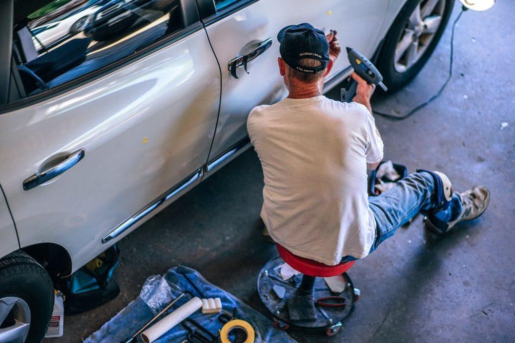 Få din bil i topform med hjælp fra en pladesmed